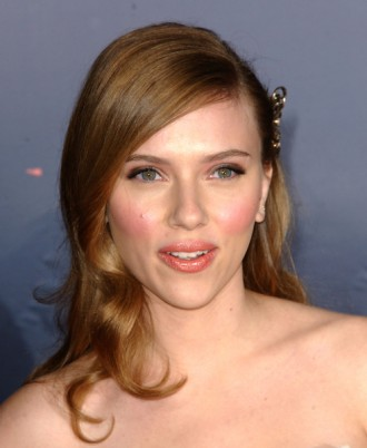 scarlett-johansson-latest-hairstyle-330x402