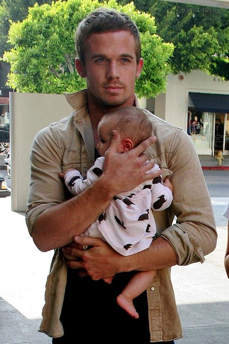 gallery_main-cam-gigandet-baby-08182009-01