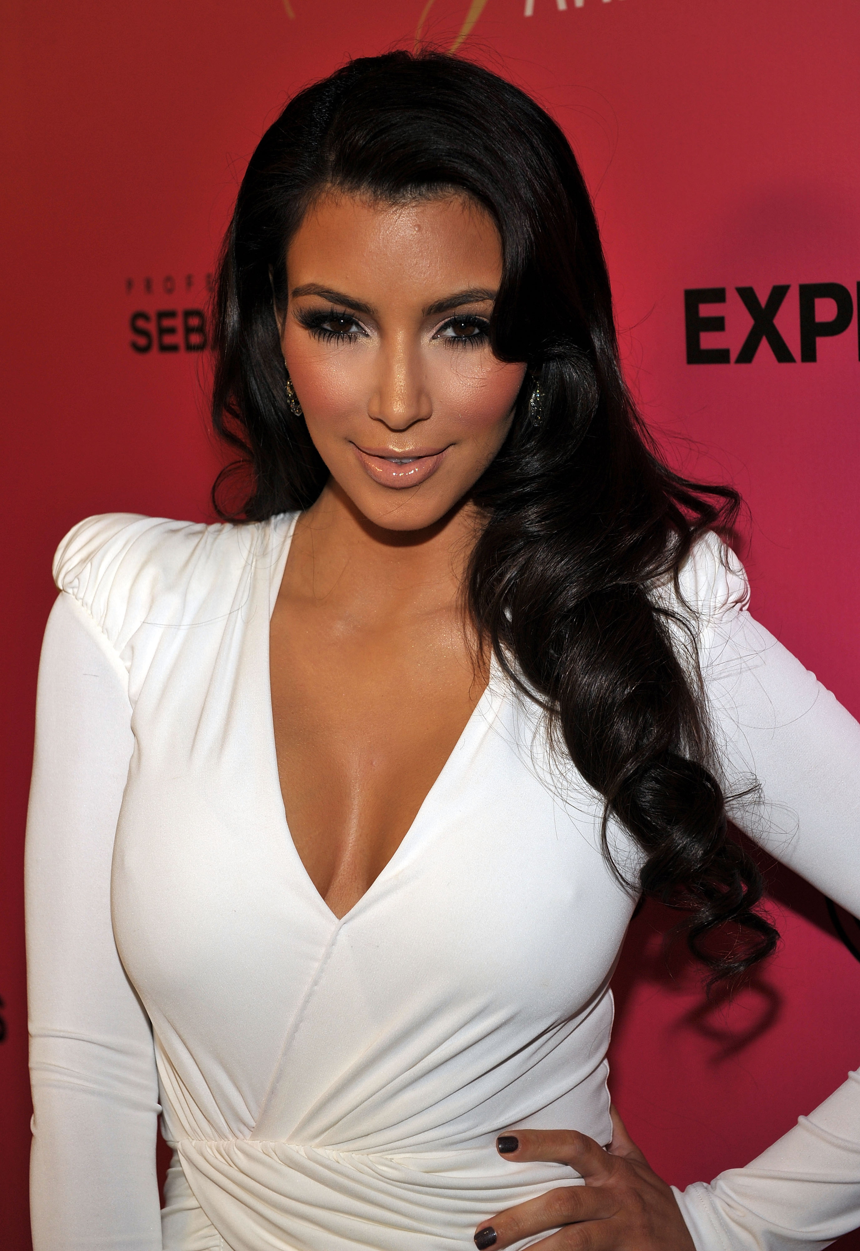 TV Personality Kim Kardashian  arrives at Hollywood Life's 6th Annual Hollywood Style Awards held at the Armand Hammer Museum on October 11, 2009 in Los Angeles, California.
