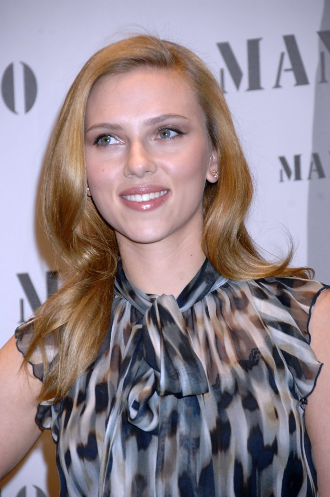 scarlett-johansson-long-hairstyle-october-09-680x1024
