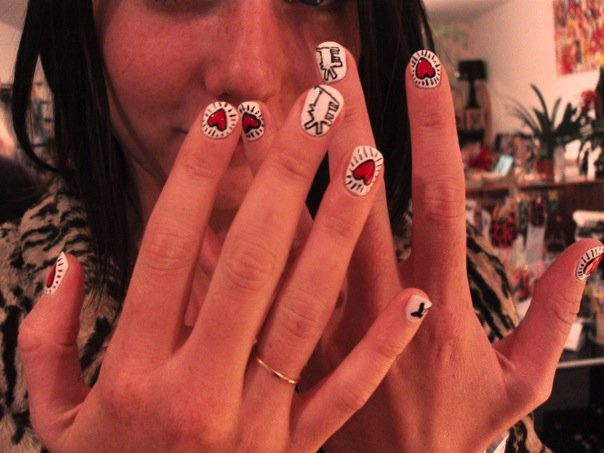 Keith-Haring-nail-polish-design