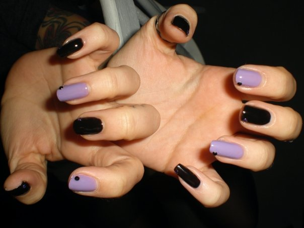 purple-and-black-nails