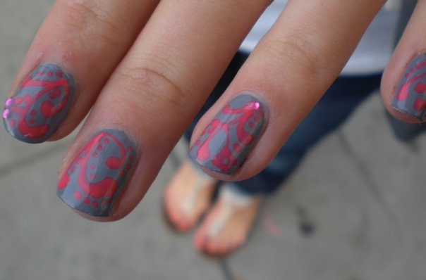 pink-gray-nail-polish-design