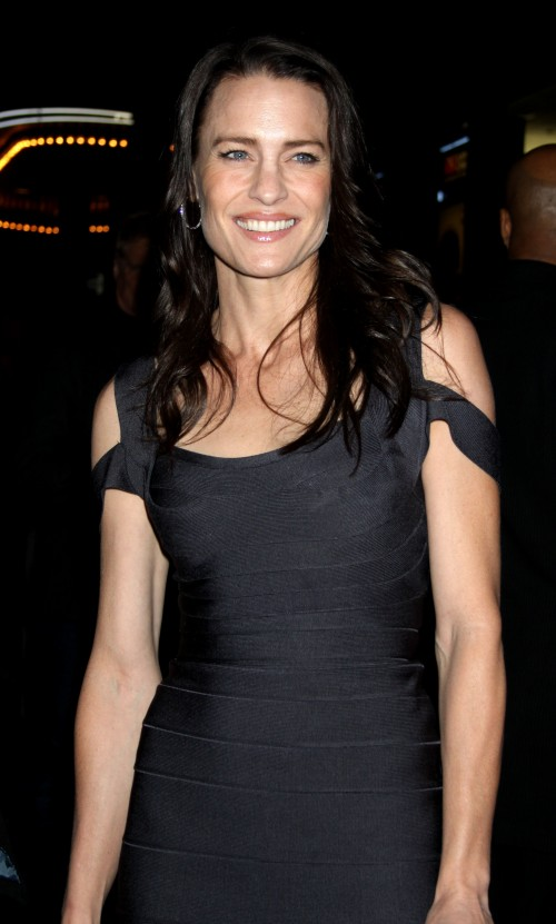 robin-wright-penn-brunette-hair
