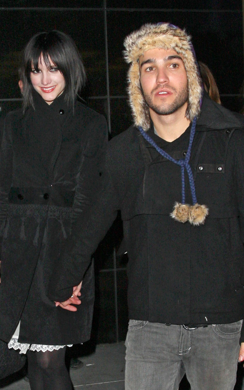 Ashlee-Simpson-Pete-Wentz-American-Eagle-Times-Square-opening-party