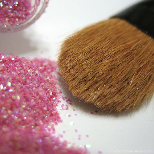 makeup-brush-glitter