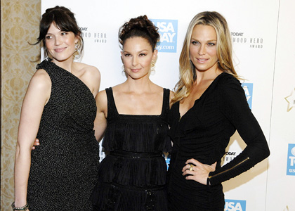 mandy-moore-Ashley-Judd-Molly-Sims-4th-Annual-USA-Today-Hollywood-Hero-Awards-Gala
