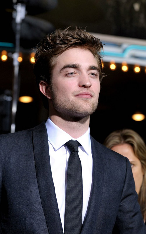 robert pattinson new moon premiere. Robert-Pattinson-New-Moon-