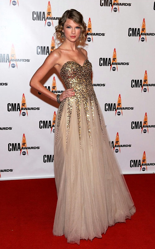 Golden Globes Taylor Swift. Taylor Swift went for a pretty