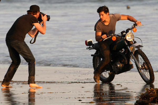 Taylor-Lautner-Rolling-Stone-Cover-behind-the-scenes