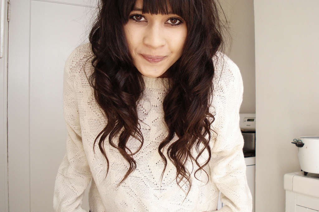 curly-hair-and-blunt-bangs