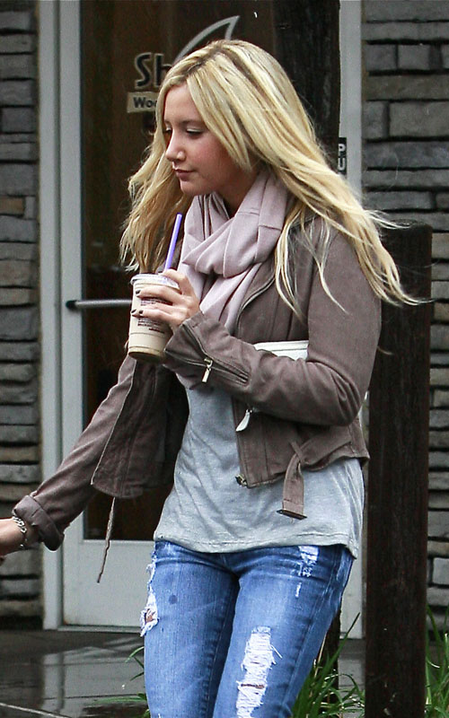 Ashley-Tisdale-blonde-extensions