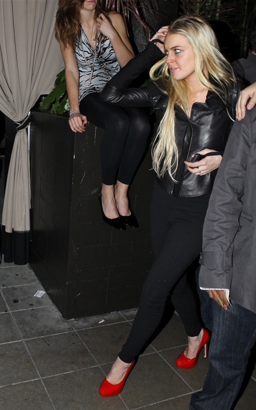 Lindsay-Lohan-Teddy's-in-Hollywood