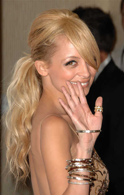 nicole-richie-long-blonde-ponytail-hairstyle
