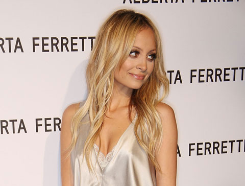 Nicole-Richie-long-blonde-hairstyle