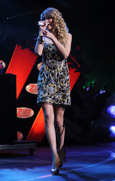 Taylor-Swift-Z100's-Jingle-Ball-2009