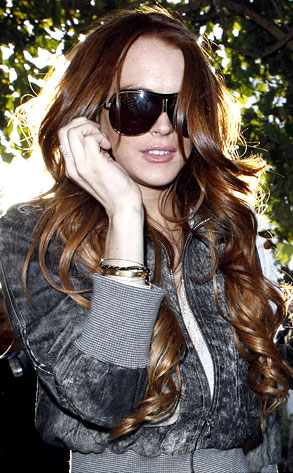 lindsay-lohan-red-extensions