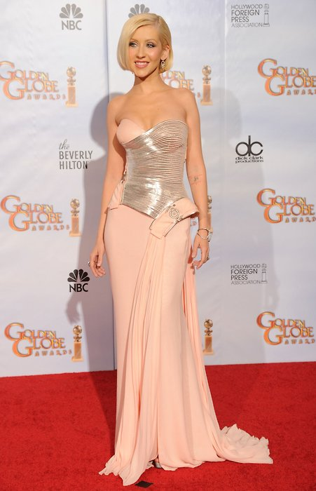 Christina-Aguilera-in-Versace-2010-Golden-Globe-Awards