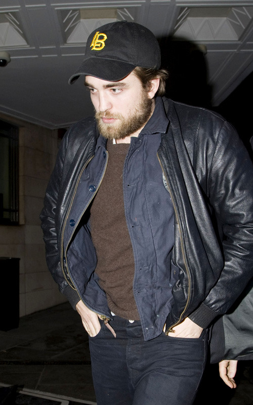 Robert-Pattinson-Haiti-Telethon