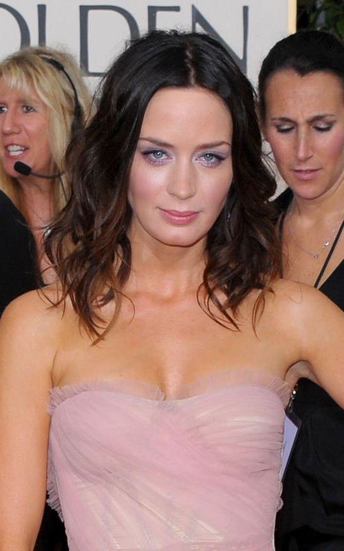 emily-blunt-wavy-hairstyle-2010-golden-globes