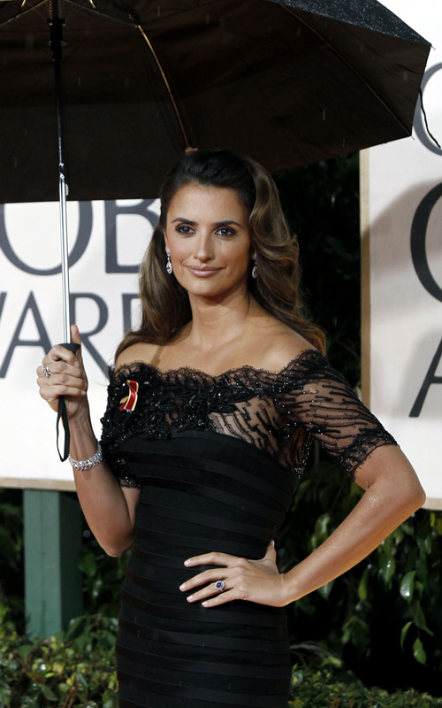penelope-cruz-long-curly-hairstyle-2010-golden-globes
