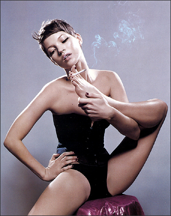 kate-moss-smoking