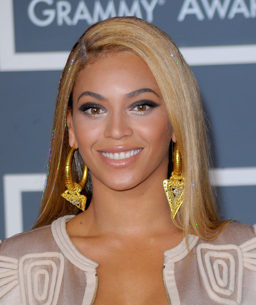 Beyonce-glittery-hair-strands-2010-grammy-awards
