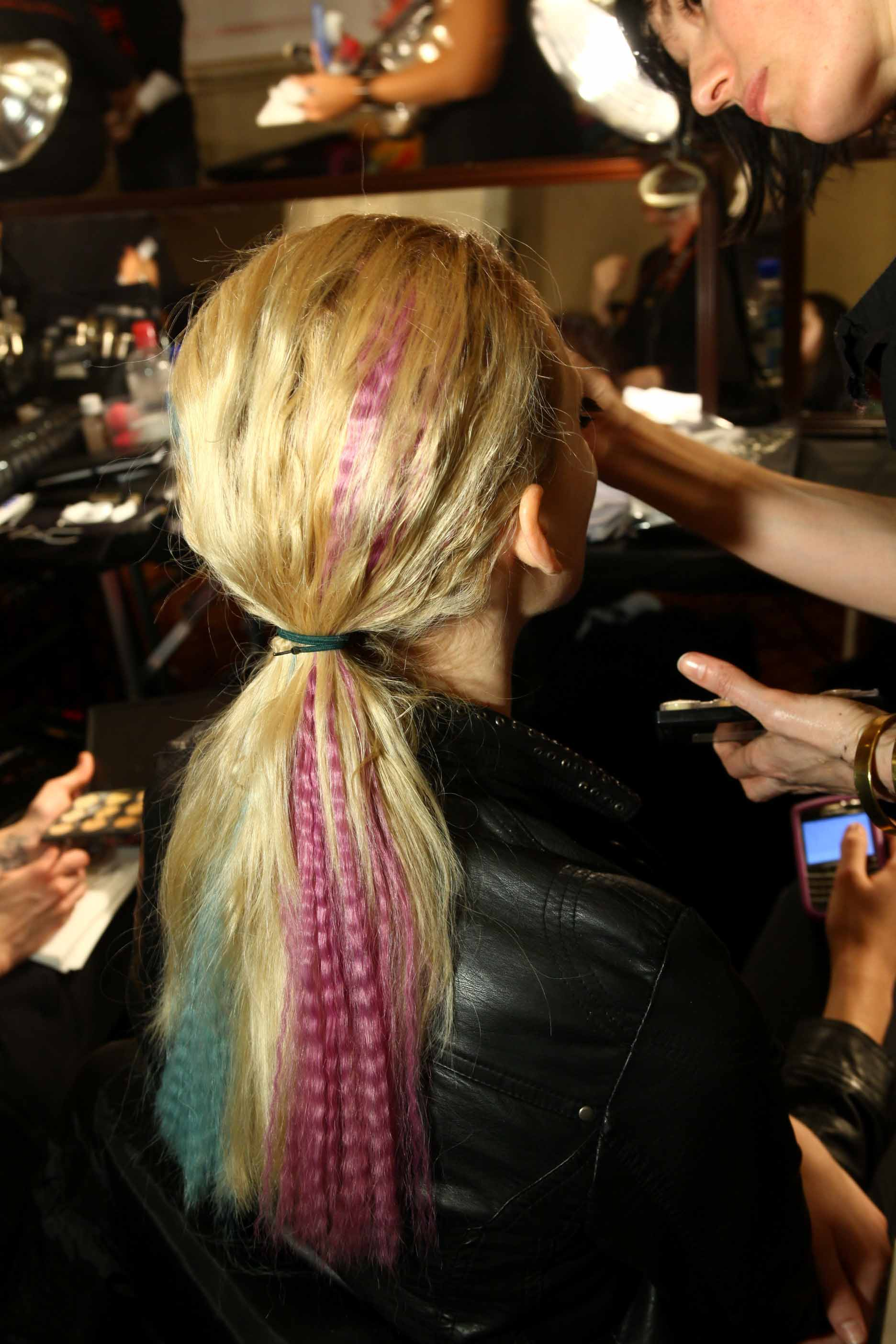 CYNTHIA-ROWLEY-models-hair-backstage
