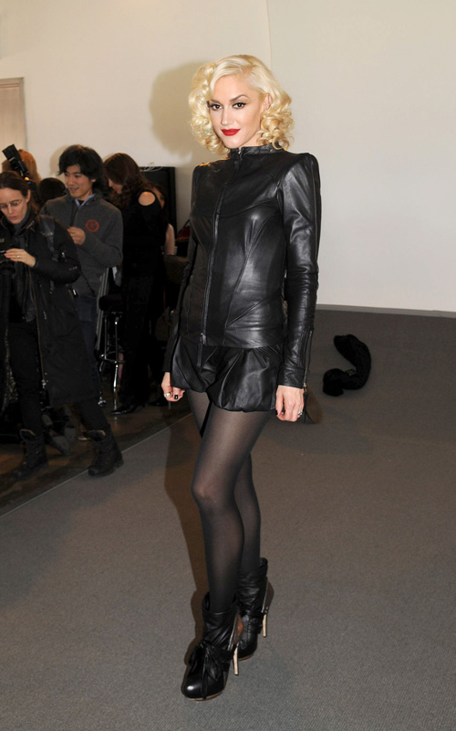 Gwen-Stefani-backstage-LAMB-Fall-2010-fashion-show-Mercedes-Benz-Fashion-Week