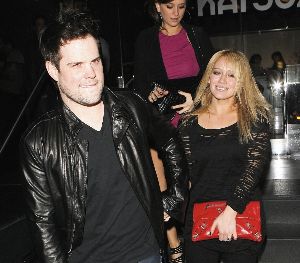 Hilary-Duff-Mike-Comrie-engaged
