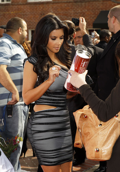 Kim-Kardashian-promotes-launch-of-The-Kim-Kardashian-Vanilla-Cupcake-Mix-at-The-Famous-Cupcakes-store-in-Beverly-Hills
