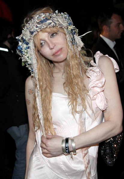 Milan-Fashion-Week-Vogue-Event-courtney-love
