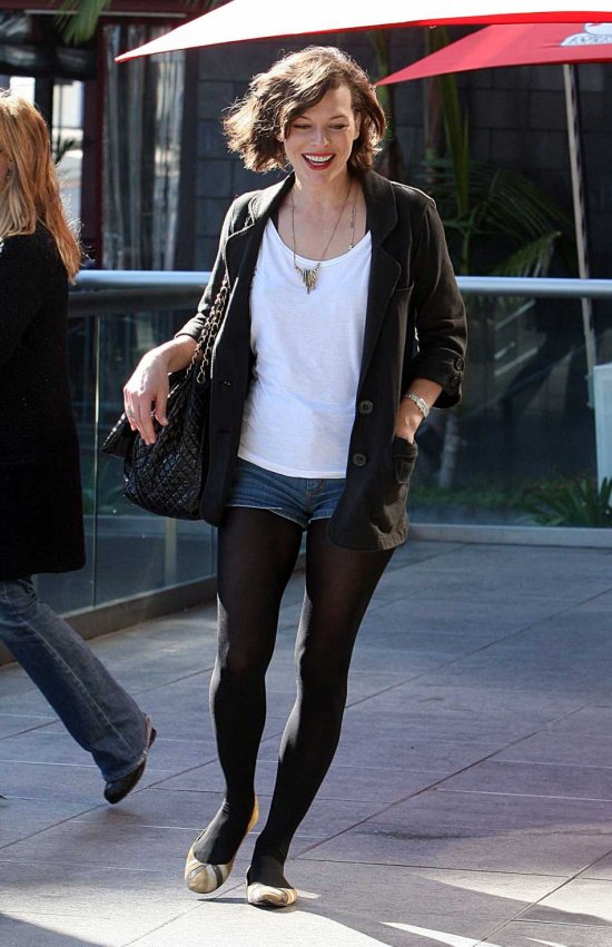 Milla-Jovovich-lunch-in-beverly-hills