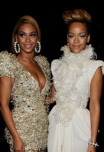 Rihanna-beyonce-GRAMMY-Awards