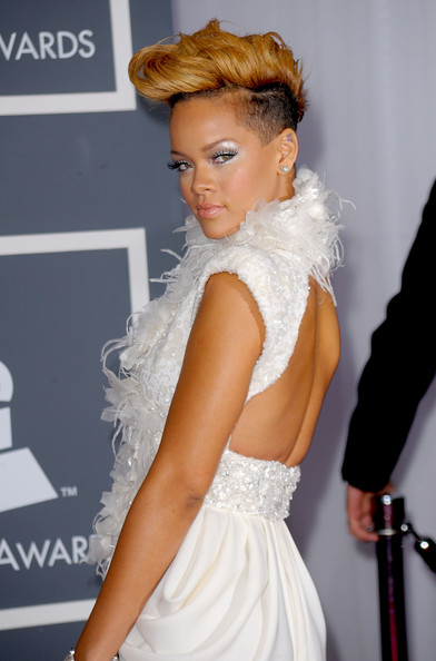Rihanna-hairstyle-52nd-Annual-GRAMMY-Awards-Arrivals