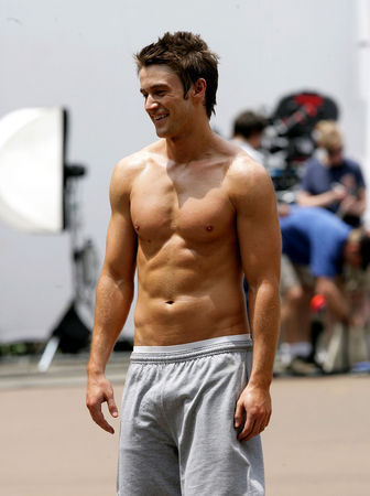 robert-buckley-no-shirt