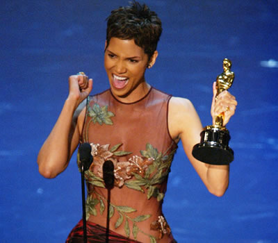 2002-halle-berry-oscar-pixie-hairstyle