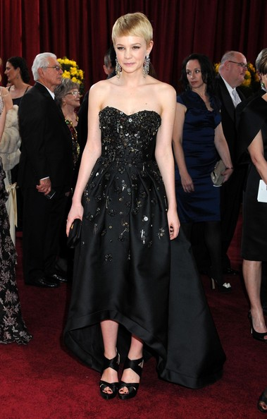 Carey-Mulligan-pixie-hairstyle-2010-Academy-Awards