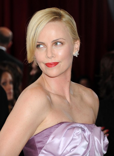 Charlize-Theron-updo-hairstyle-Academy-Awards