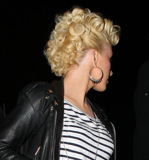 Christina-Aguilera-curly-hair