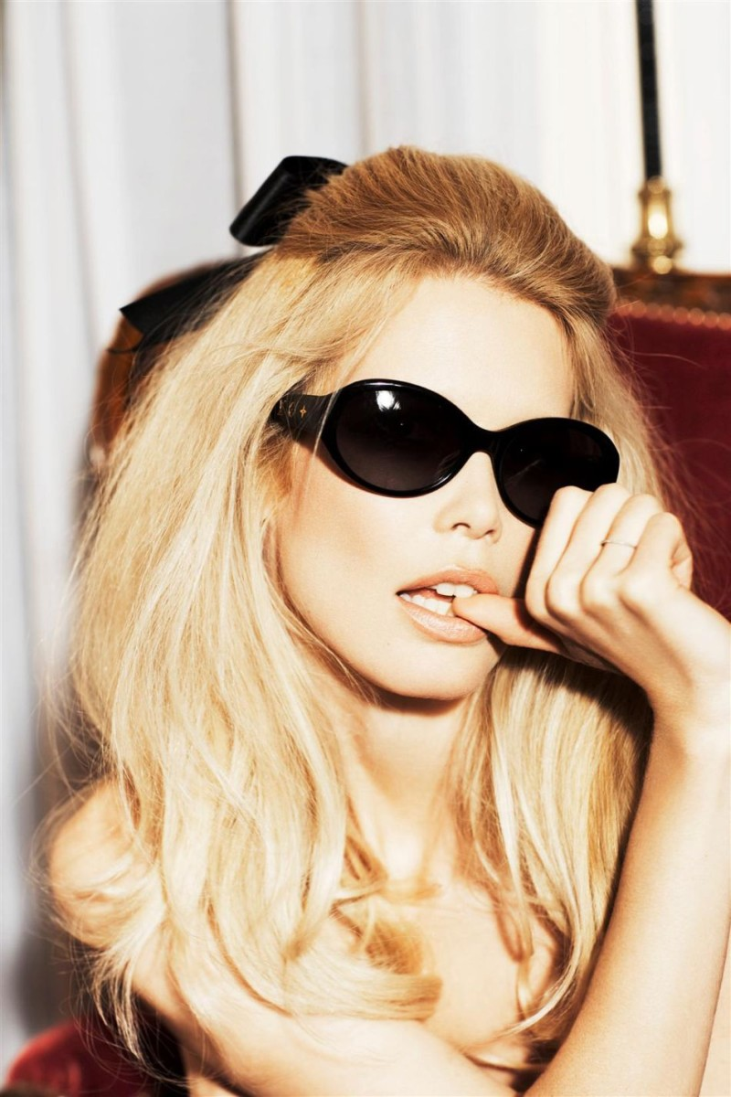 Claudia-Schiffer-photographed-by-Ellen-von-Unwerth-Vogue-Italia-2008