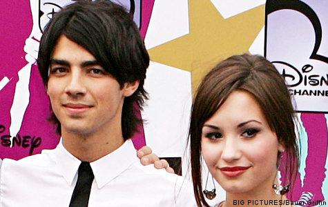 Joe-jonas-Demi-Lovato-dating