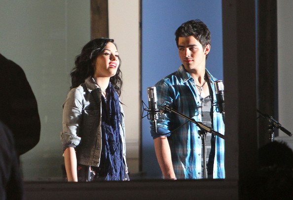 Joe-jonas-Demi-Lovato-film-music-video-Make-A-Wave