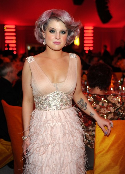 Kelly-Osbourne-pink-hair-Elton-john-AIDS-Foundation-Oscar-party