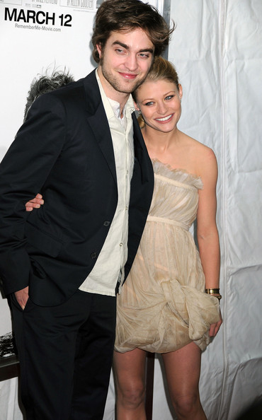 Robert-Pattinson-Emilie-de-Ravin-remember-me-premiere