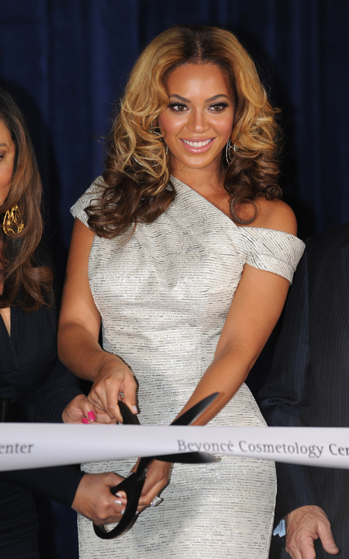 beyonce-opens-Beyonce-Cosmetology-Center