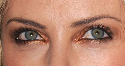 charlize-theron-gold-eye-makeup