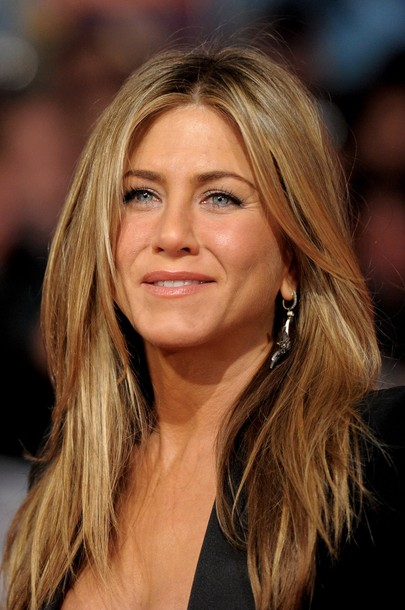 jennifer-aniston-straight-hair-flat-iron