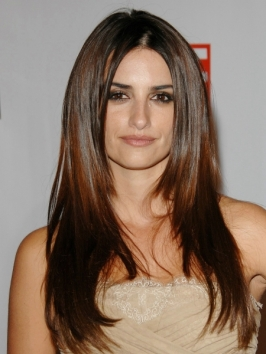 penelope-cruz-hairstyles-long-straight
