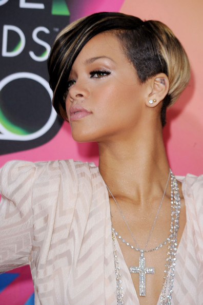 rihanna-new-hair-Nickelodeon-Kids-Choice-Awards.pg